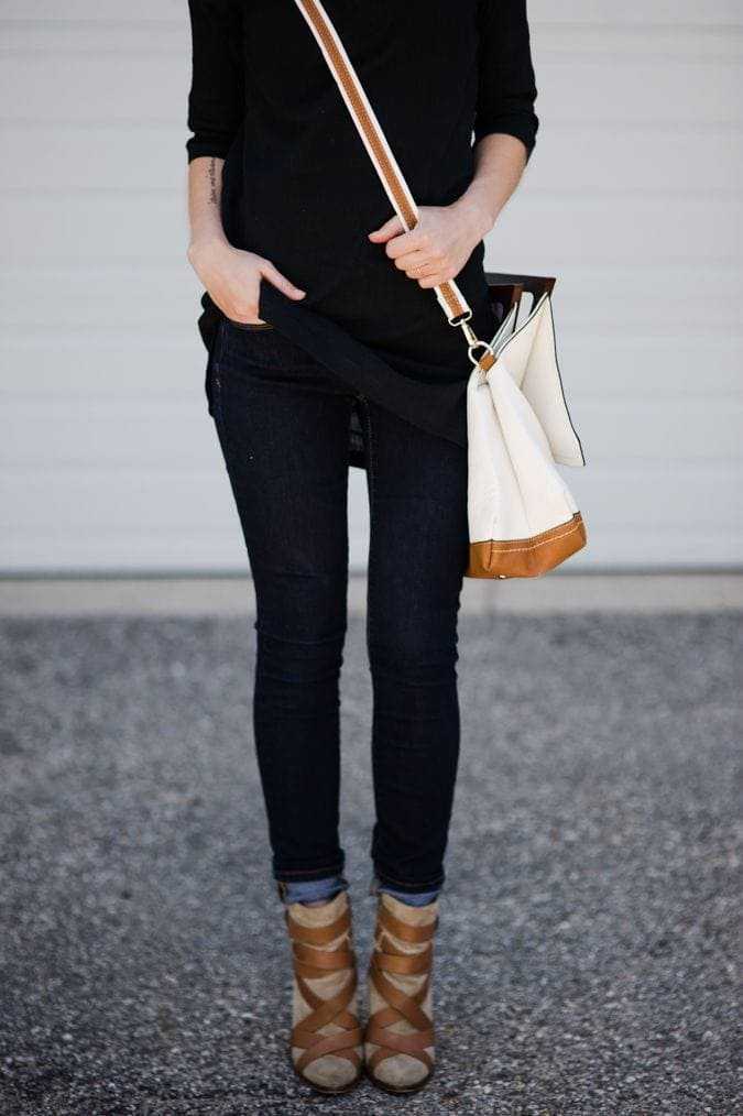 skinny jeans and black top